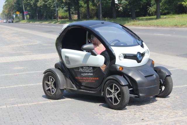 Quad Z Dachem >> Renault Twizy: niezwykły samochód elektryczny, przez który uśmiech nie schodzi z twarzy ...