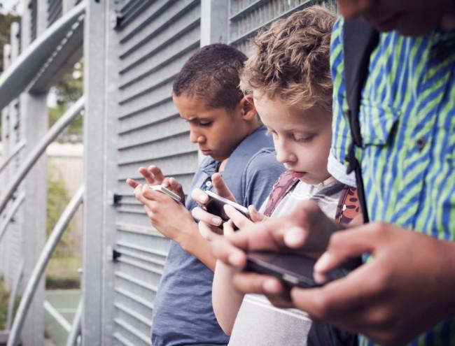facebook dzieci smartfon