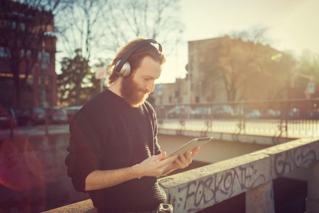 muzyka sluchawki streaming spotify wimp deezer