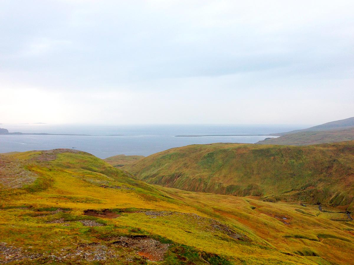 Adak, Alaska, fot. Calvin Kashevarof
