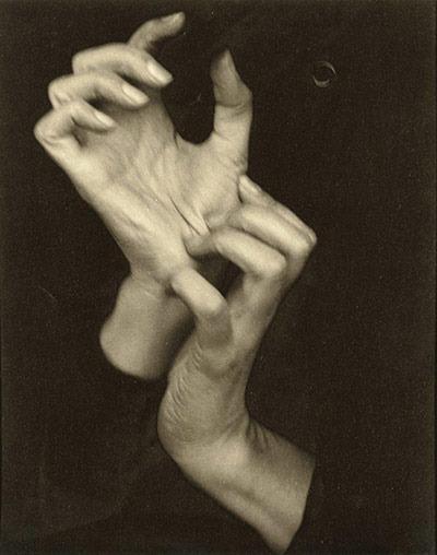 """13. Alfred Stieglitz """"Georgia O'Keeffe (Hands)"""" (1919), 1.470.000 dol."""