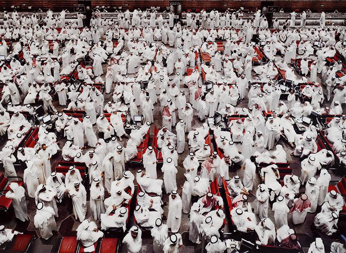 """19. Andreas Gursky """"Kuwait, Stock Exchange II"""" (2008), 1.014.354 dol."""
