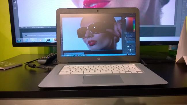 Photoshop dla Windows uruchomiony na tanim notebooku z webowym Chrome OS