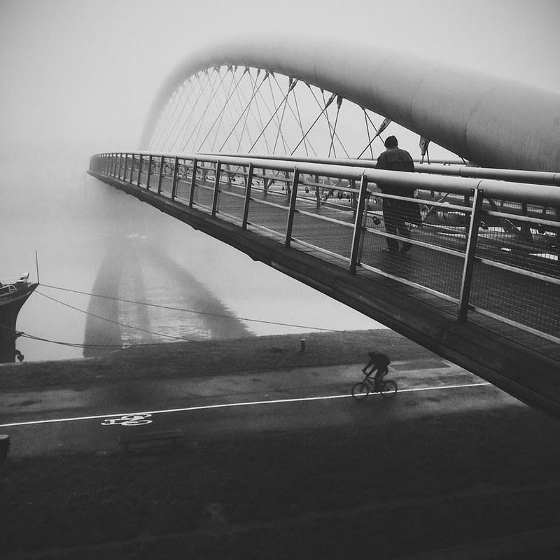 """""""Crosswise"""", fot. Łukasz Gurbiel. Wyróżnienie w kategorii STREET PHOTOGRAPHY"""