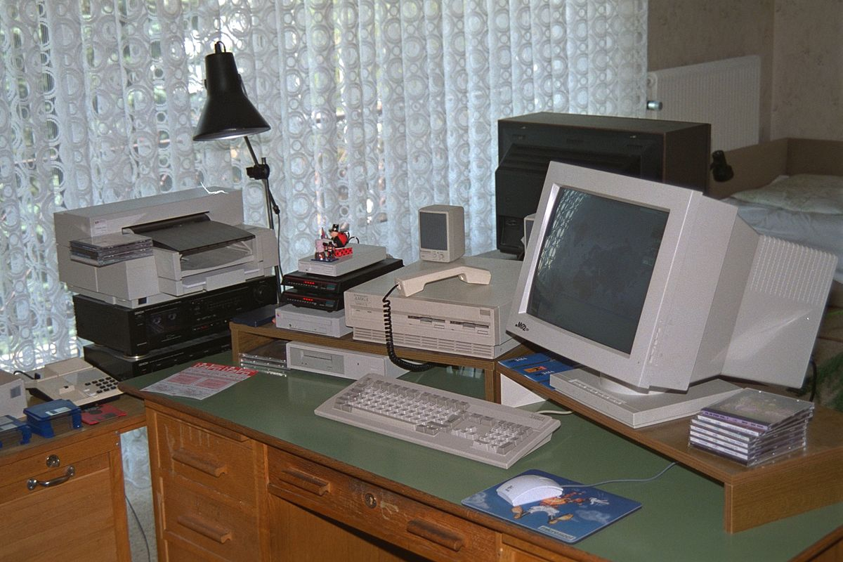 """Amiga3000UX"". Licensed under CC BY-SA 3.0 via Wikimedia Commons - http://commons.wikimedia.org/wiki/File:Amiga3000UX.jpg#/media/File:Amiga3000UX.jpg"
