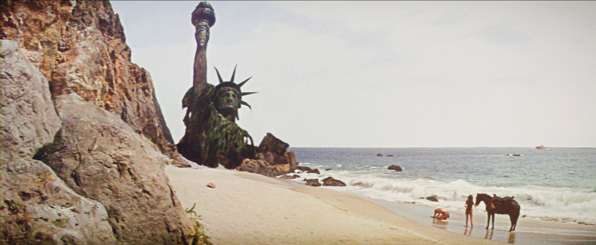 Planet-of-Apes-Statue-Liberty2-1