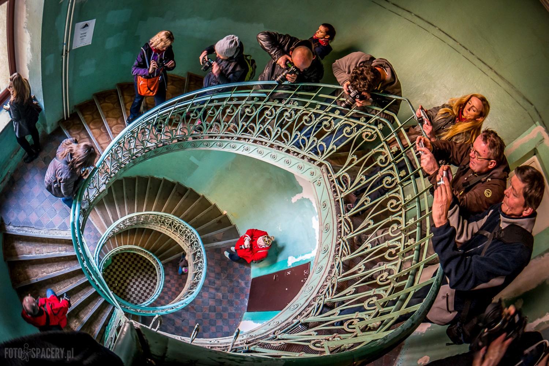 Najpiękniejsza klatka schodowa w Warszawie opanowana na chwilę przez naszych Fotospacerowiczów. Fot. Arek Uriasz.
