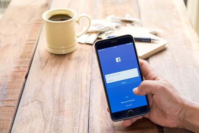 facebook-fb-fejs-smartfon (1)