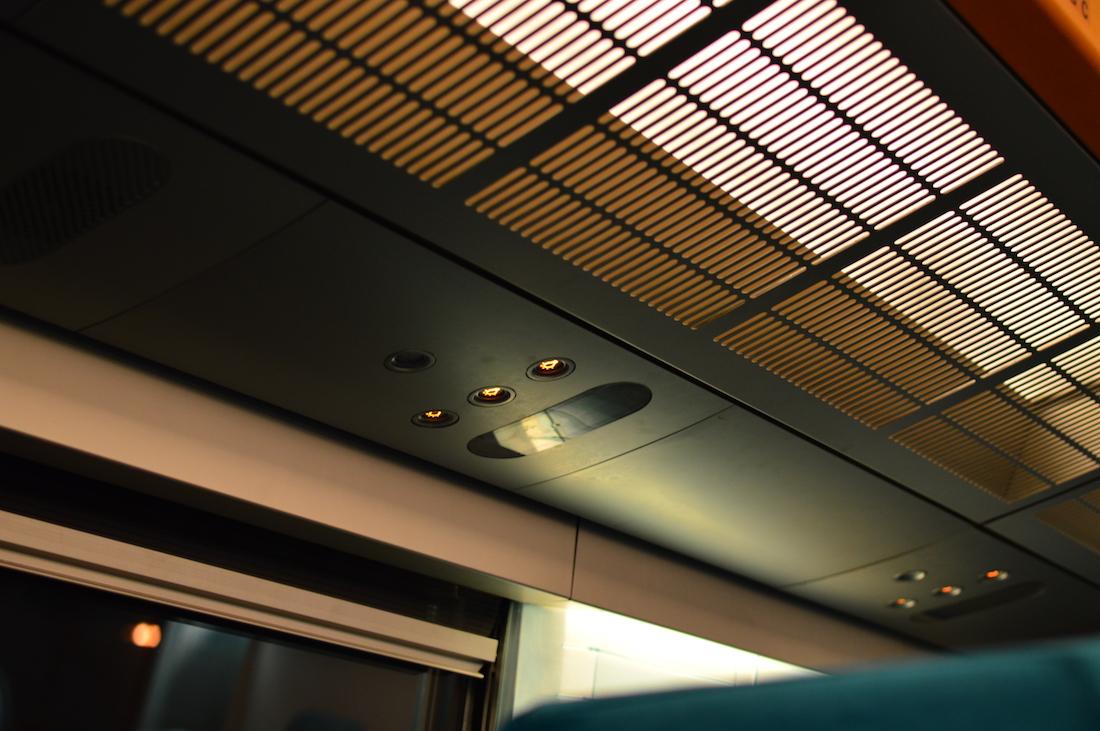 Miejsce na mniejszy bagaż jest, tak samo jak oświetlenie.