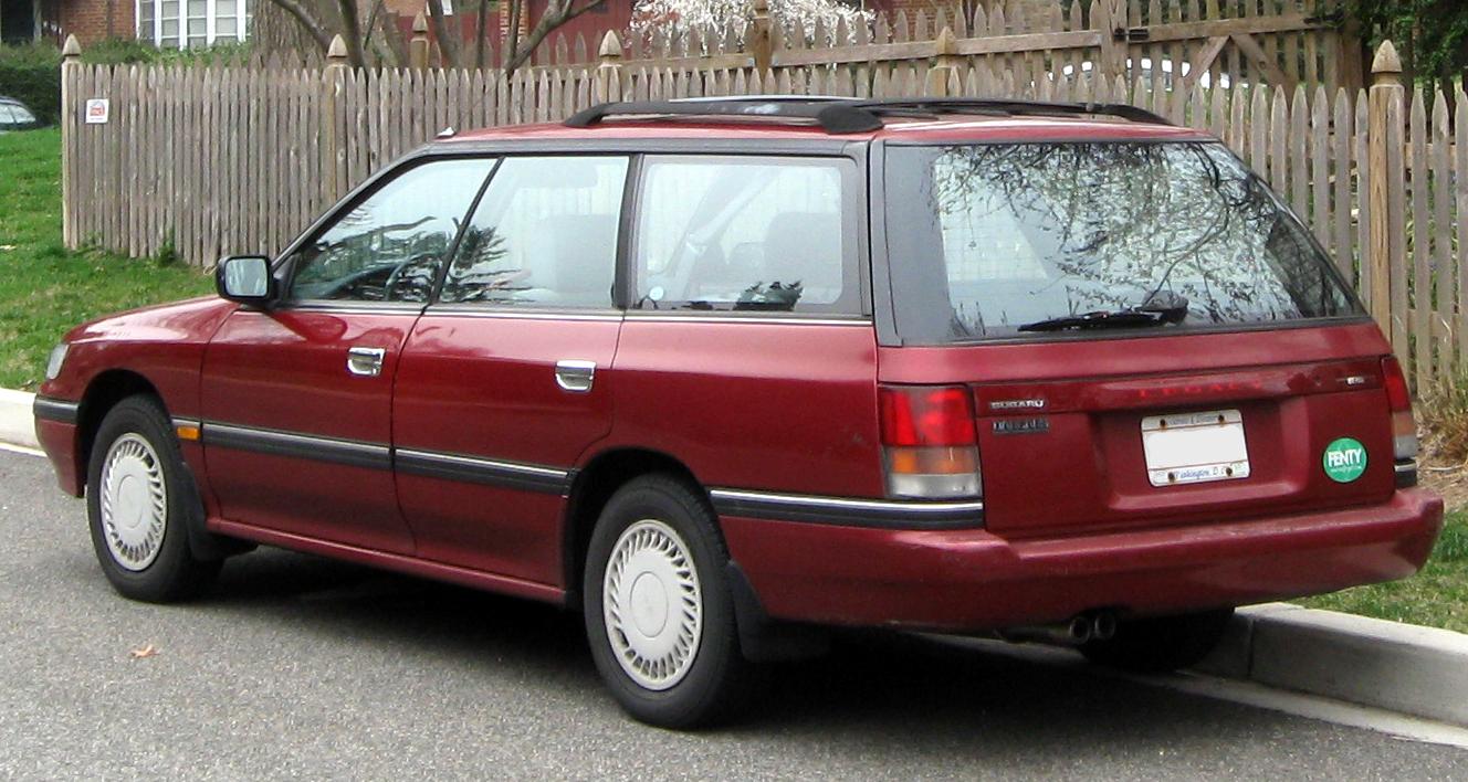 """""""1st Subaru Legacy wagon -- 03-16-2012 rear"""" autorstwa IFCAR - Praca własna. Licencja Domena publiczna na podstawie Wikimedia Commons."""