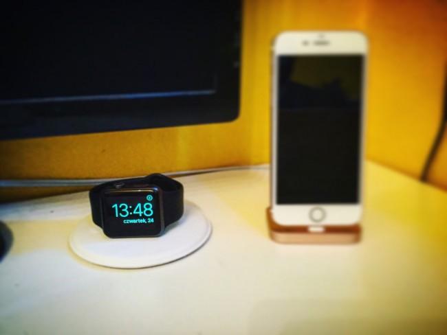 apple-watch-magnetic-charging-dock-iphone-lightning-dock