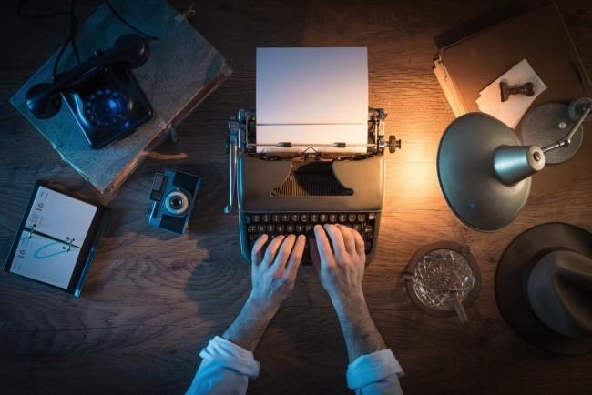 dziennikarstwo-maszyna-do-pisania-klawiatura-biurko-praca-2