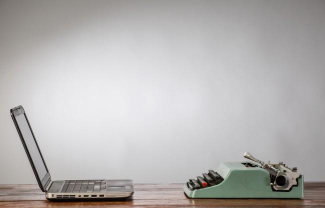 maszyna-do-pisania-kontra-komputer