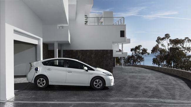 Prius Plug-in może być ładowany z gniazdka elektrycznego w domu