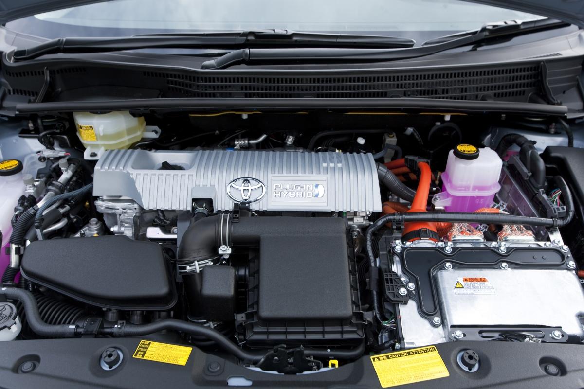 Tak wygląda pod maską Toyota Prius Plug-in.