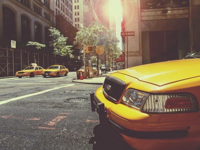 taxi-238478_1920.jpg