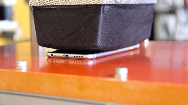 Fot.: re/code. Tak Apple testuje czy iPhone wytrzyma, gdy na nim usiądziemy
