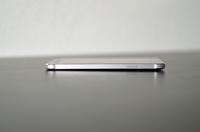 Samsung Galaxy Alpha 002
