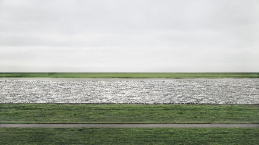 "2. Andreas Gursky ""Rhein II"" (1999), 4.338.500 dol."