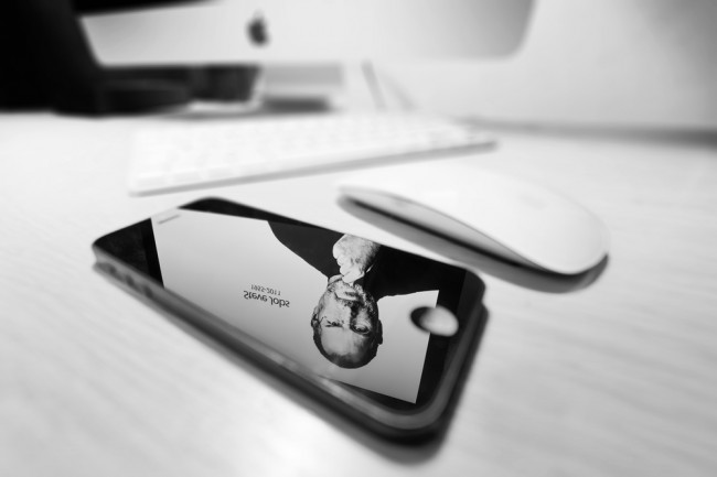 apple-steve-jobs-iphone