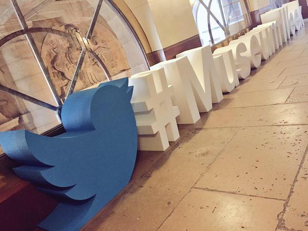 Giant_hashtag