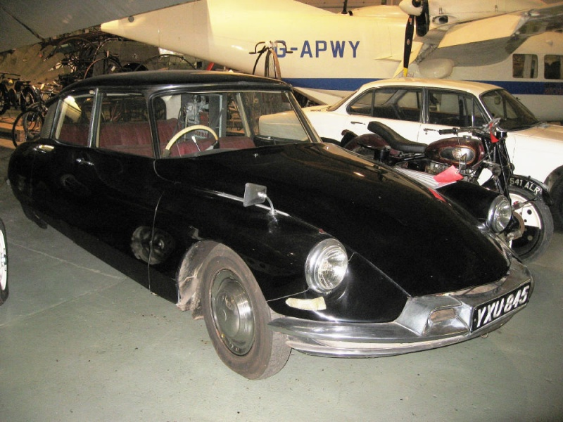 800px_1973_377_Citroen_DS19_automatically_guided_motor_car