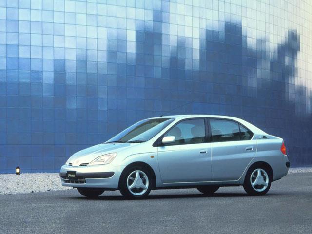 Tak wygląda pierwsza generacja Toyoty Prius.