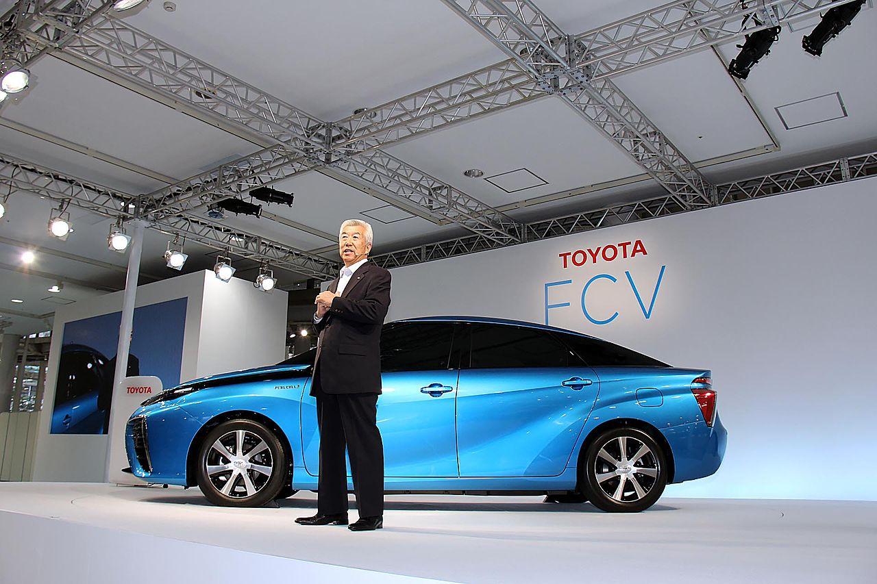 Toyota Mirai - jeden z pierwszych masowo produkowanych aut z wodorowym ogniwem paliwowym (fot. Wikipedia)